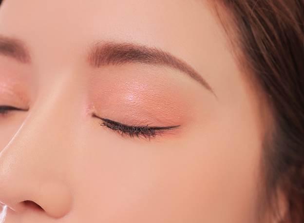 Hướng dẫn cách đánh phấn mắt đẹp nhất, tốt nhất cho những người mới tập make up.