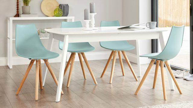 Hai bộ bàn ăn 4 ghế đang được sử dụng phổ biến hiện nay